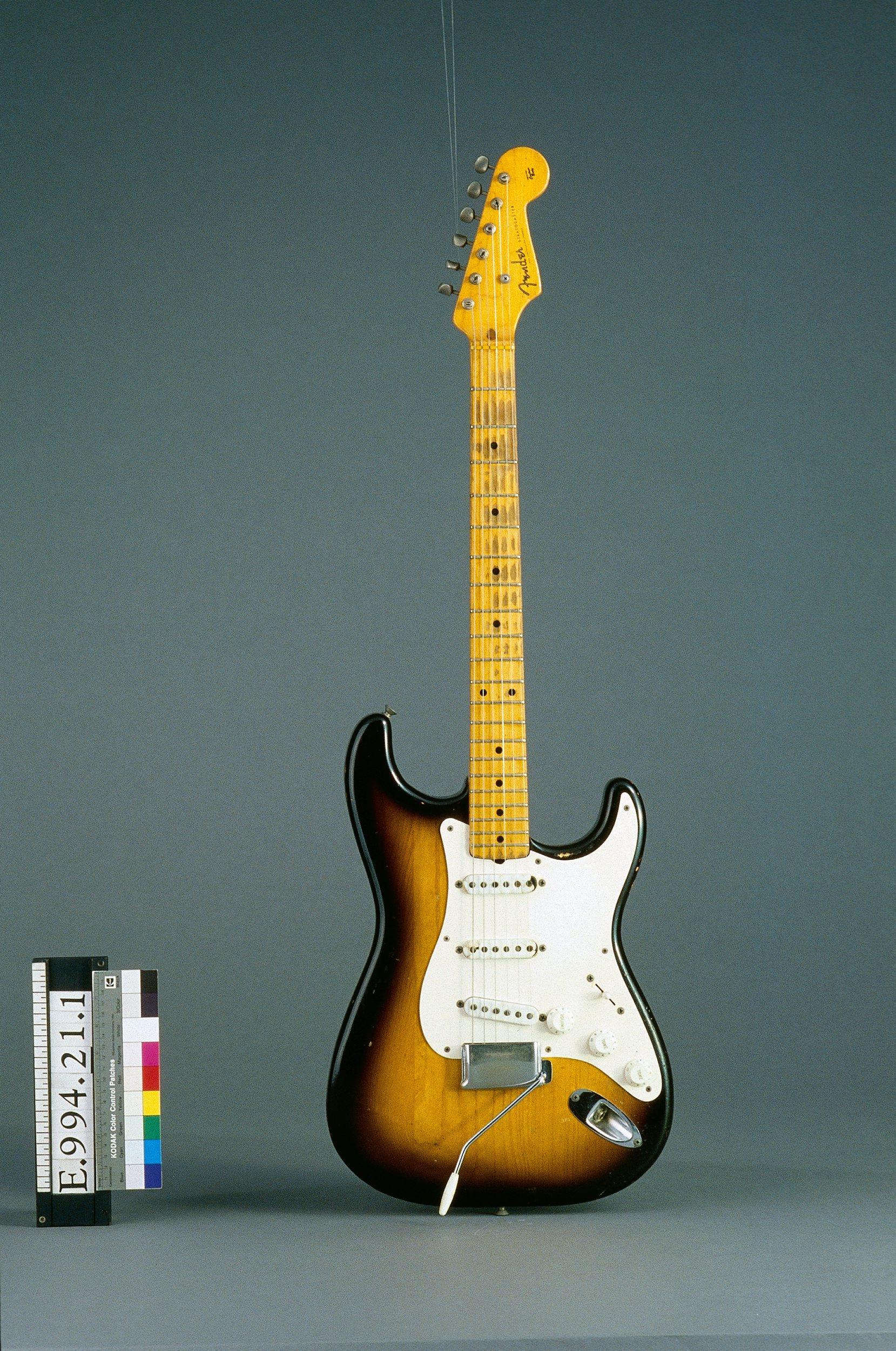 Guitare électrique modèle Stratocaster   Fender